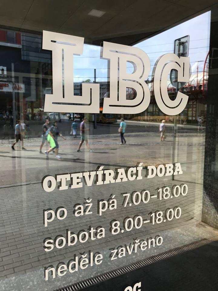 LBC - jídlo, zdraví, služby a zábava pod jednou střechou v centru Liberce. Snažíme se vytvořit dům, kde najdou zákazníci vše potřebné na jednom místě. Přijďte nás navštívit!