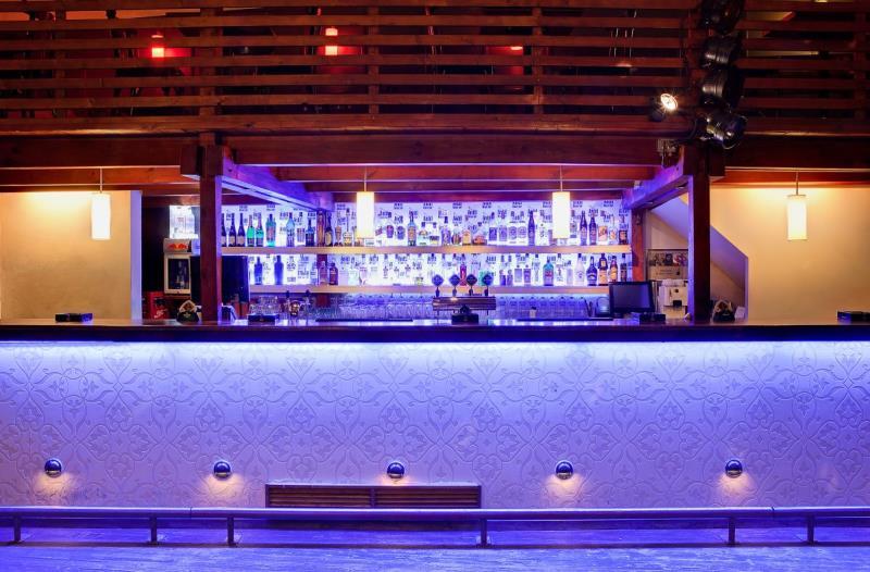 Plzeňský stylový music club nekomerčního zaměření, dancefloor, balkónek, pódium, projekce a pořádné basy jak se patří!  Volat Café: 773 830 711 Bar: 773 830 712 Restaurace: 777 022 235