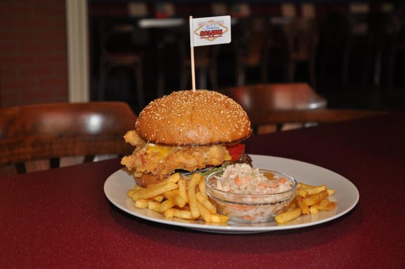 Je libo pořádný burger? Najdeš ho v SALOON PUB !!!