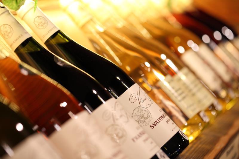Nabízíme široký výběr vín.
