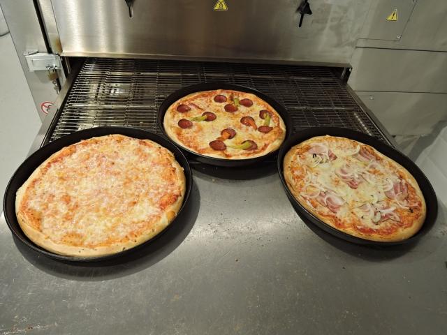 Pizza u nás vždy čerstvá.