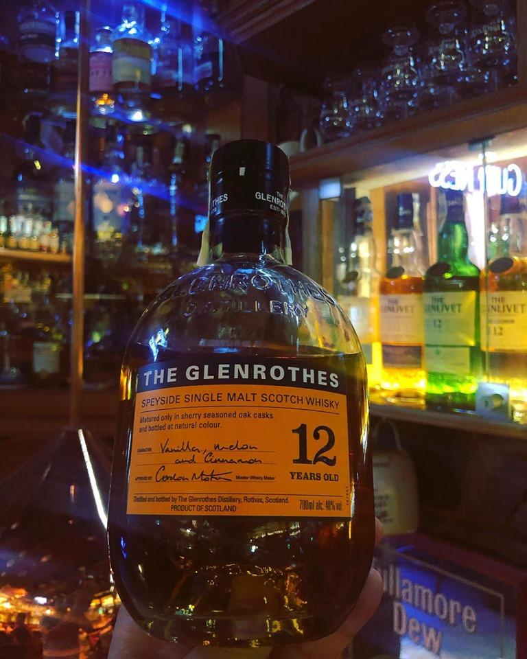Ideální letní whisky.  Speyside GLENROTHES 12 y.o. tóny zralého ovoce, pouze sudy po sherry.Perfect for summer days . GLENROTHES 12 y.o. sherry matured.