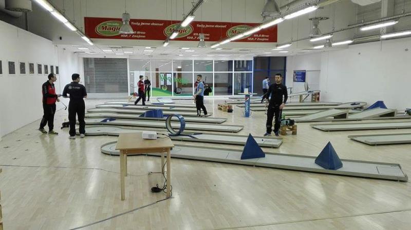 Přijďte si zahrát indoor minigolf