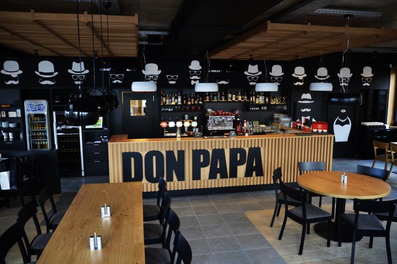 Restaurant Don Papa se nachází v Brně Bystrci nedaleko Brněnské přehrady. V naší restauraci Don Papa Vám můžeme nabídnou speciality české a italské kuchyně.