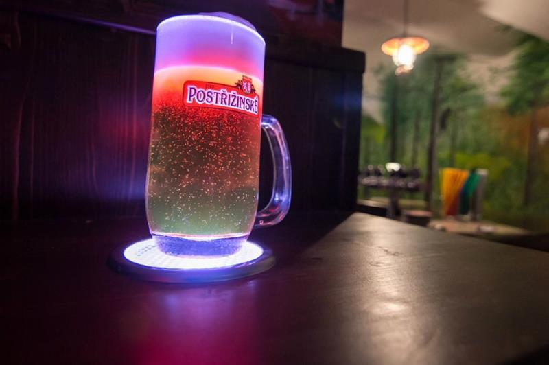 U nás čepujeme 10 druhů piv, ochucená piva a radlery! Bar i kuchyně do 2h do rána