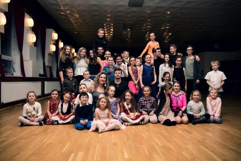 Tato taneční škola se zabývá výukou sportovci společenského tance, salsy, bachaty, solo dance.