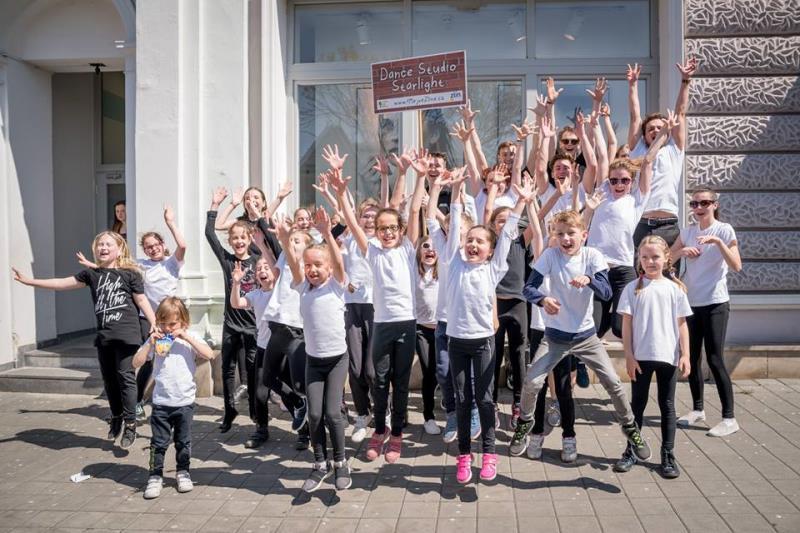 Základní dva pilíře tanečního studia jsou tvořeny taneční školou zaměřenou na výuku společenského tance pro širokou taneční veřejnost a tanečním klubem zaměřeným na sportovní činnost v oblasti standardních a latinskoamerických tanců.