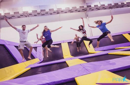 Skákání, párty a oslavy, teambuilding a firemní akce, kurzy a tréninky...to vše u nás v jumpparku!